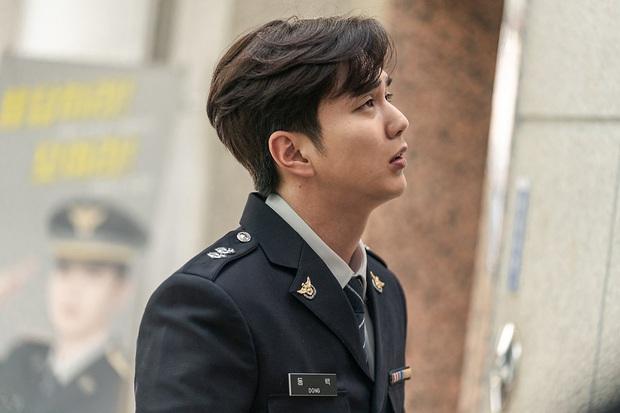 Tiểu So Ji Sub Yoo Seung Ho leo top tìm kiếm Naver vì bộ ảnh hậu trường mới: Tăng cân xong còn soái, ngầu hơn mới lạ! - Ảnh 4.
