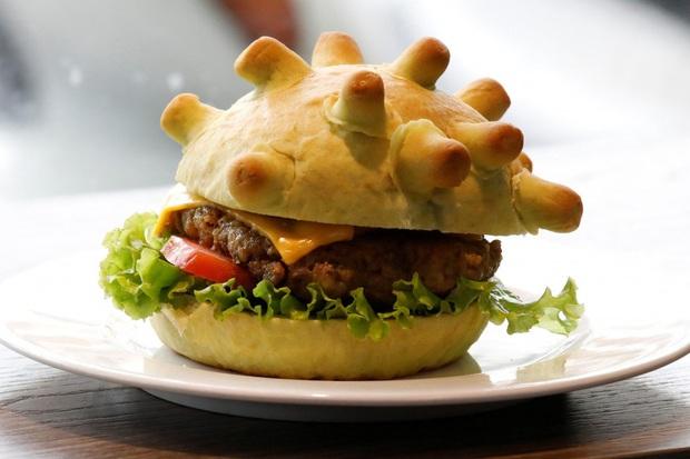 Cửa hàng Việt Nam lên hẳn báo nước ngoài vì làm bánh kẹp hình virus corona: sợ cái gì thì chúng ta phải ăn nó để tiêu diệt nó - Ảnh 1.