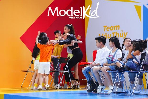 Xinh đẹp, có tâm và công bằng, Mâu Thủy lột xác ấn tượng khi làm cô giáo tại Model Kid Vietnam - Ảnh 5.