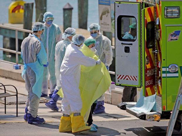 Mỹ có số người nhiễm Covid-19 vượt Trung Quốc, trở thành ổ dịch lớn nhất thế giới - Ảnh 1.