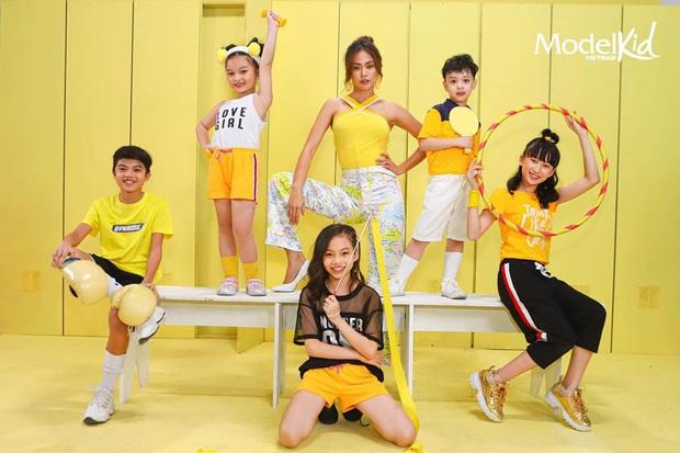 Xinh đẹp, có tâm và công bằng, Mâu Thủy lột xác ấn tượng khi làm cô giáo tại Model Kid Vietnam - Ảnh 8.