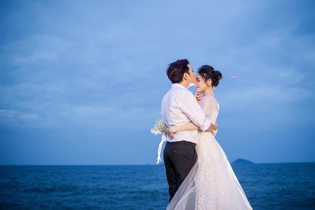 Trường Giang - Nhã Phương cuối cùng cũng tung trọn bộ ảnh đẹp trong lễ đính hôn bí mật tại bãi biển hơn 1 năm trước  - Ảnh 4.