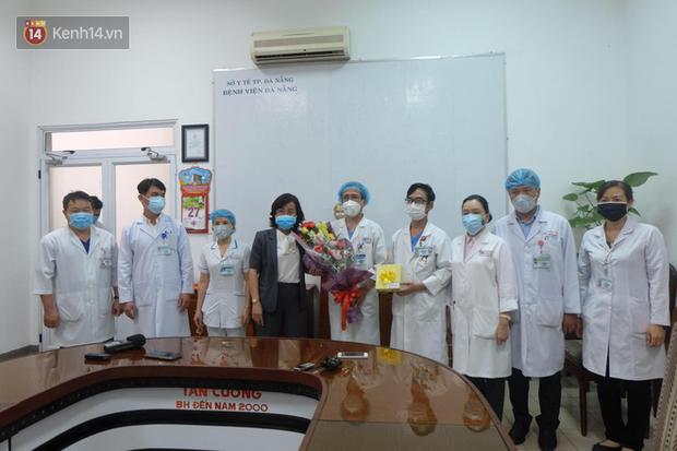 Các bác sĩ điều trị khỏi cho 3 bệnh nhân Covid-19 ở Đà Nẵng: Hơn 20 ngày chưa được về nhà - Ảnh 5.