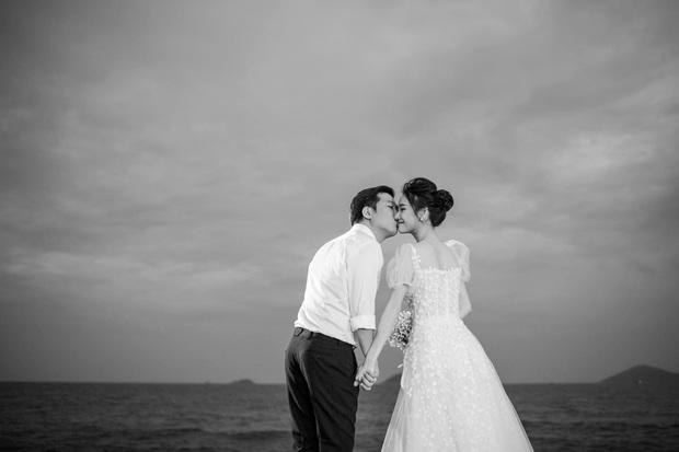 Trường Giang - Nhã Phương cuối cùng cũng tung trọn bộ ảnh đẹp trong lễ đính hôn bí mật tại bãi biển hơn 1 năm trước  - Ảnh 6.
