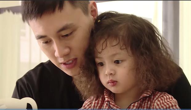 Ba Duy xúc động bật khóc chia sẻ ngày đầu nhìn thấy bé Đậu chào đời - Ảnh 2.