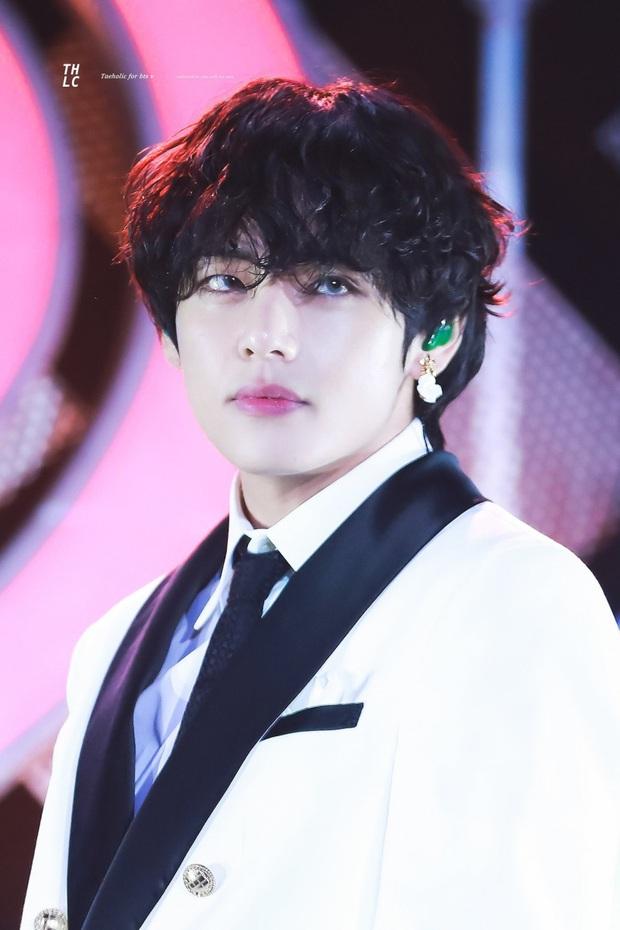 """Đến phim trường """"Itaewon Class"""" thăm đàn anh Park Seo Joon, mỹ nam BTS gây náo loạn với ảnh hậu trường không makeup - Ảnh 3."""