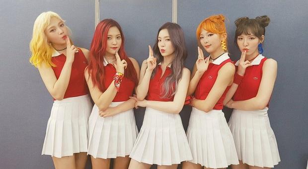 Lúc mới debut tóc tai màu mè là thế, Red Velvet giờ chỉ chuộng màu tóc trầm nền nã, đơn giản mà sang hơn gấp bội - Ảnh 4.