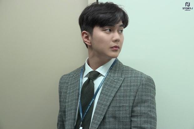 Tiểu So Ji Sub Yoo Seung Ho leo top tìm kiếm Naver vì bộ ảnh hậu trường mới: Tăng cân xong còn soái, ngầu hơn mới lạ! - Ảnh 7.