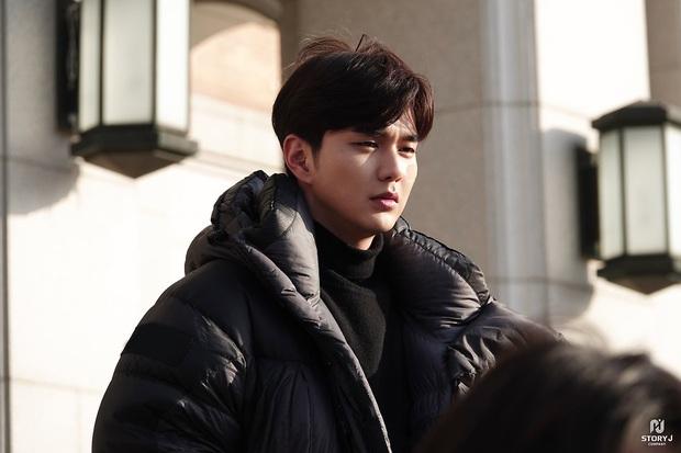 Tiểu So Ji Sub Yoo Seung Ho leo top tìm kiếm Naver vì bộ ảnh hậu trường mới: Tăng cân xong còn soái, ngầu hơn mới lạ! - Ảnh 8.