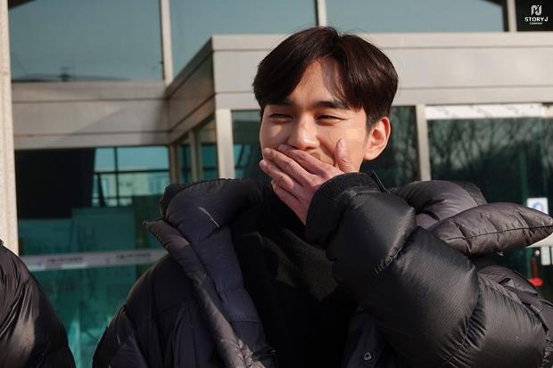 Tiểu So Ji Sub Yoo Seung Ho leo top tìm kiếm Naver vì bộ ảnh hậu trường mới: Tăng cân xong còn soái, ngầu hơn mới lạ! - Ảnh 9.