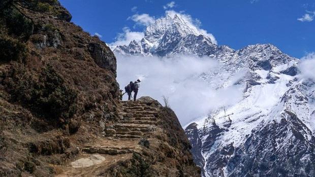 Hàng trăm người mắc kẹt trên dãy Himalaya sau khi Nepal áp dụng lệnh phong toả - Ảnh 1.