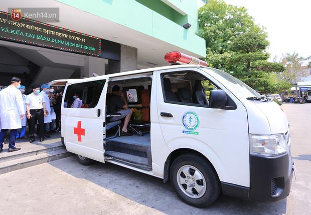 Các bác sĩ điều trị khỏi cho 3 bệnh nhân Covid-19 ở Đà Nẵng: Hơn 20 ngày chưa được về nhà - Ảnh 4.