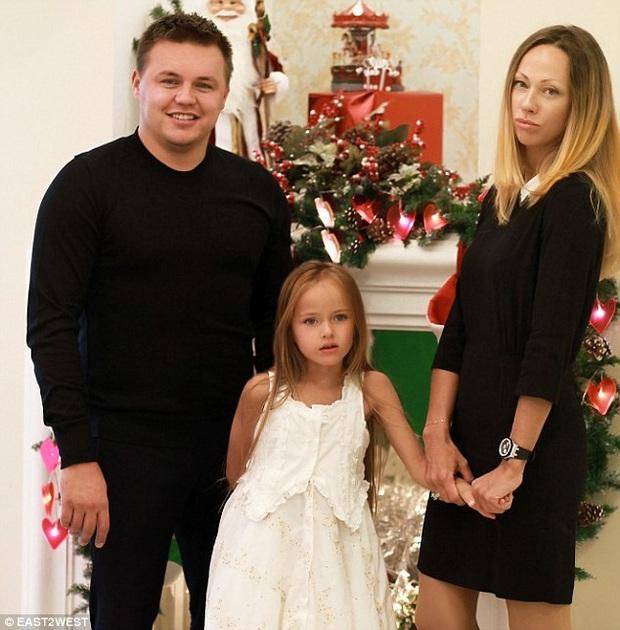 Thông tin ít ai biết về Bé gái xinh đẹp nhất thế giới: Từng là dân thể thao, có cha khoác áo tuyển Nga - Ảnh 3.