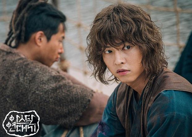 Vẫn đang còn tự cách ly, Song Joong Ki đã rục rịch tái xuất màn ảnh rộng? - Ảnh 1.