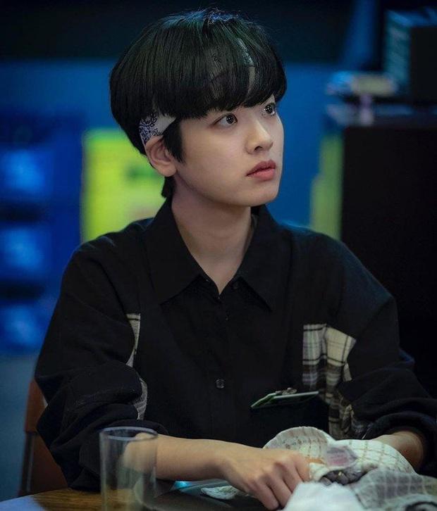 Mỹ nữ chuyển giới Tầng Lớp Itaewon bật mí lí do cô bỏ tóc xám hút fan girl là vì sợ... hói đầu? - Ảnh 3.