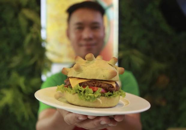Cửa hàng Việt Nam lên hẳn báo nước ngoài vì làm bánh kẹp hình virus corona: sợ cái gì thì chúng ta phải ăn nó để tiêu diệt nó - Ảnh 3.
