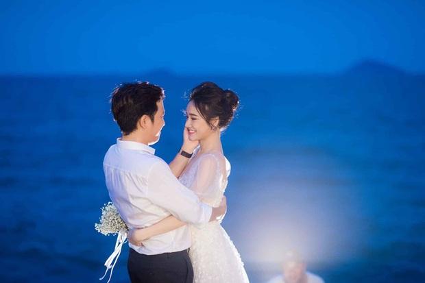 Trường Giang - Nhã Phương cuối cùng cũng tung trọn bộ ảnh đẹp trong lễ đính hôn bí mật tại bãi biển hơn 1 năm trước  - Ảnh 3.