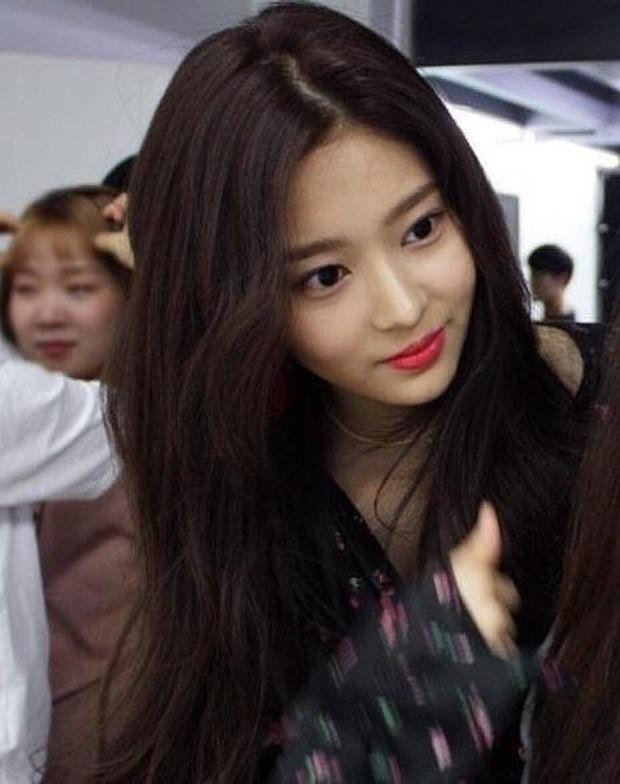 Netizen xôn xao đối thủ nhan sắc của 2 nữ thần Kpop Irene, Tzuyu: Không phải mỹ nhân BLACKPINK mà lại là tân binh? - Ảnh 8.