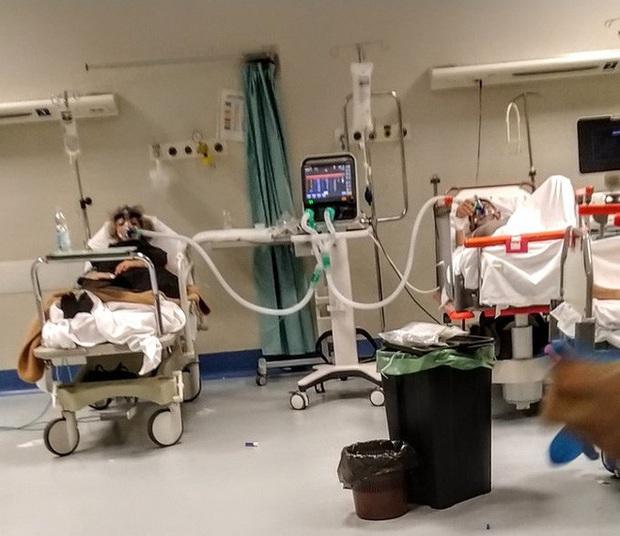 Sử dụng thiết bị in 3D, một máy thở ở Mỹ có thể phục vụ tối đa 4 bệnh nhân Covid-19 trong trường hợp khẩn cấp - Ảnh 1.