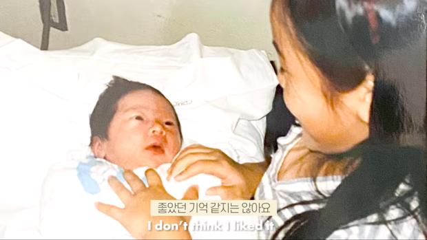 Jessica tiết lộ cảm xúc trong lần đầu tiên gặp em gái ruột Krystal: Mình thấy một sinh vật lạ đang nằm ở đó - Ảnh 3.