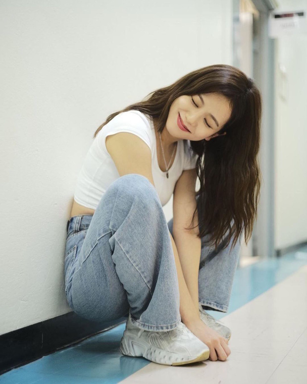 Dàn mỹ nhân Kpop khi diện quần jeans áo trắng: Thước đo nhan sắc chuẩn là đây, một mỹ nhân nhờ vậy mà bỗng nổi sau 1 đêm - Ảnh 5.