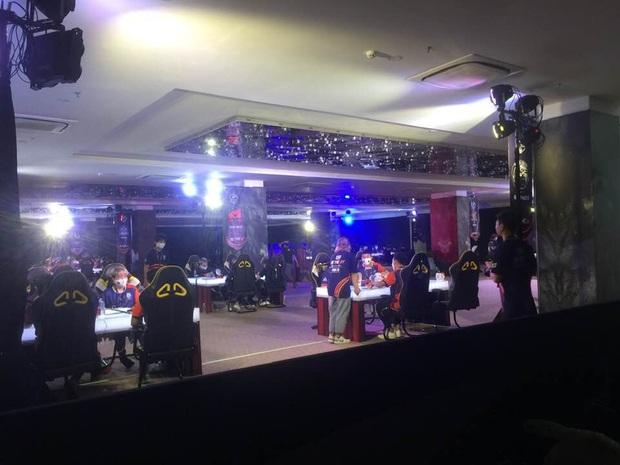 Gần 100 game thủ tụ tập thi đấu ở Cocobay Đà Nẵng trong đợt cao điểm phòng, chống dịch Covid-19 - Ảnh 1.