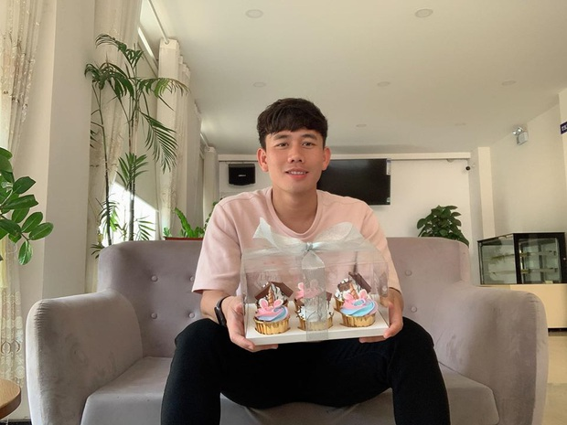 Minh Vương giận dỗi khi bị úp bánh trong ngày sinh nhật: Thế mà chúng nó bảo bánh là để ăn - Ảnh 2.