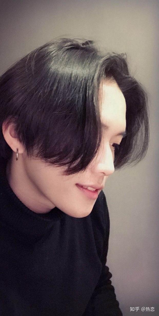 Phải cắt tóc vì thua cá cược với bạn gái, thanh niên tưởng toang ai dè được khen đẹp trai ngời ngời - Ảnh 1.
