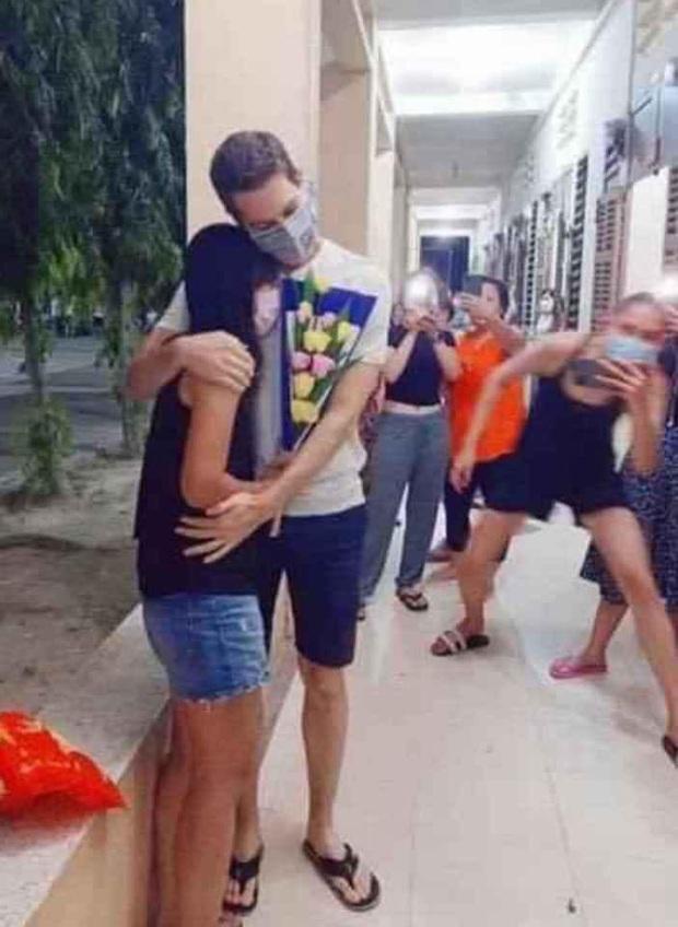 Võ Hoàng Yến chuẩn bị hoa cho cặp đôi kỉ niệm 4 năm ngày cưới trong khu cách ly: Chị có tâm, chị không đi hóng biến! - Ảnh 5.