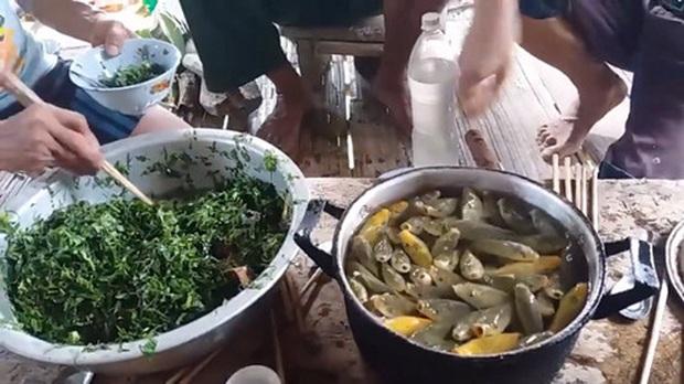 """Những món ăn sống kinh dị nhất Việt Nam: có món là đặc sản nổi tiếng nhưng vẫn khiến nhiều người """"khiếp đảm"""" - Ảnh 2."""