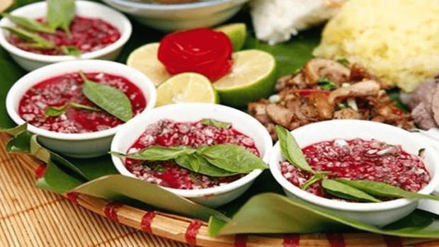 """Những món ăn sống kinh dị nhất Việt Nam: có món là đặc sản nổi tiếng nhưng vẫn khiến nhiều người """"khiếp đảm"""" - Ảnh 6."""