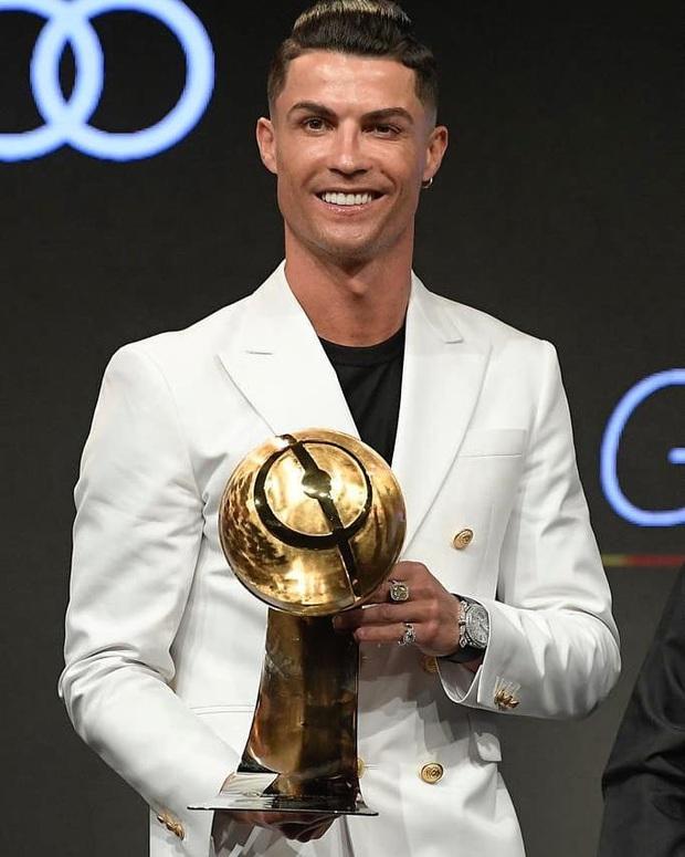 Ronaldo đồng ý cắt giảm gần 100 tỷ đồng tiền lương để giúp đỡ CLB chủ quản? - Ảnh 1.