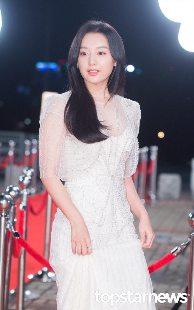 Nữ thần Hậu duệ mặt trời Kim Ji Won gây xôn xao ga tàu xứ Hàn, khiến hành khách bật khóc vì lời chia sẻ về Covid-19 - Ảnh 2.