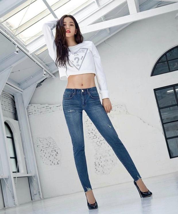 Dàn mỹ nhân Kpop khi diện quần jeans áo trắng: Thước đo nhan sắc chuẩn là đây, một mỹ nhân nhờ vậy mà bỗng nổi sau 1 đêm - Ảnh 2.