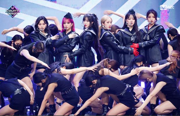 BXH 30 nhóm nhạc Kpop hot nhất hiện nay: BTS cố thủ ngôi vương, BLACKPINK - Red Velvet bị một cái tên bất ngờ lấn át - Ảnh 8.