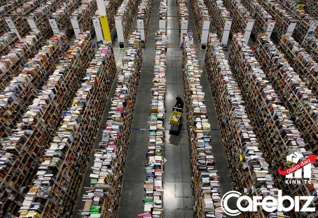 Các nhân viên kho của Amazon không thể về nhà: 'Tôi không muốn làm quá sức, nhưng tôi cần 22 USD/h đó, tôi cần công việc này!' - Ảnh 2.