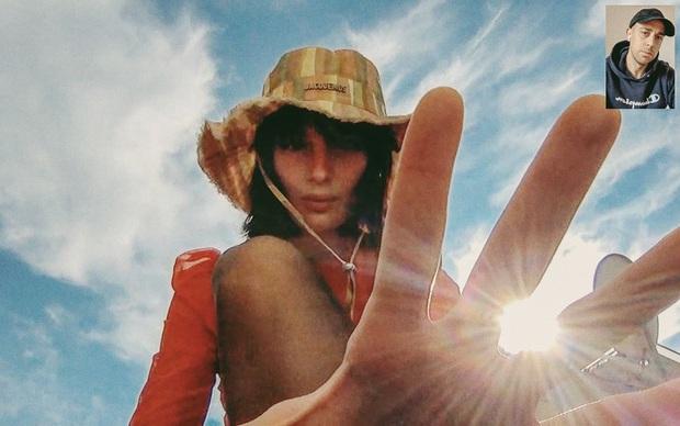 Mẫu bạn trai lý tưởng mùa dịch: Phải cách ly vẫn chụp ảnh mẫu ngon lành nhờ sống ảo qua FaceTime - Ảnh 3.