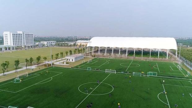 Bóng đá Việt Nam bật chế độ tự cách ly mùa dịch Covid-19, đến lãnh đạo cũng không được vào thăm cầu thủ - Ảnh 2.