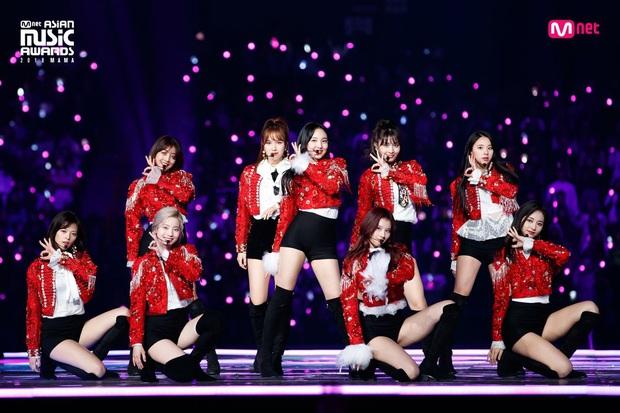 BXH 30 nhóm nhạc Kpop hot nhất hiện nay: BTS cố thủ ngôi vương, BLACKPINK - Red Velvet bị một cái tên bất ngờ lấn át - Ảnh 11.
