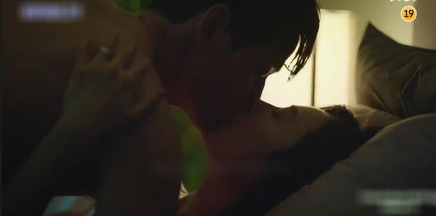 Phim kế sóng Tầng Lớp Itaewon khai màn cảnh nóng cực bạo, Kim Hee Ae bắt bài chồng cặp bồ gắt hơn cả Jang Nara trong Vị Khách VIP? - Ảnh 2.