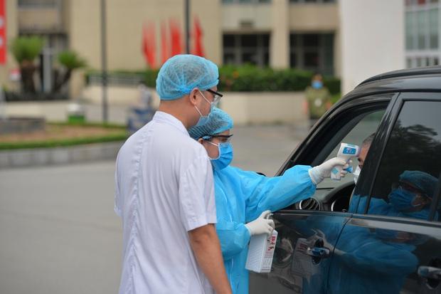 Ảnh: Bệnh viện Bạch Mai nội bất xuất, ngoại bất nhập, bác sĩ mang quần áo tới viện trực chiến chống Covid-19 - Ảnh 3.