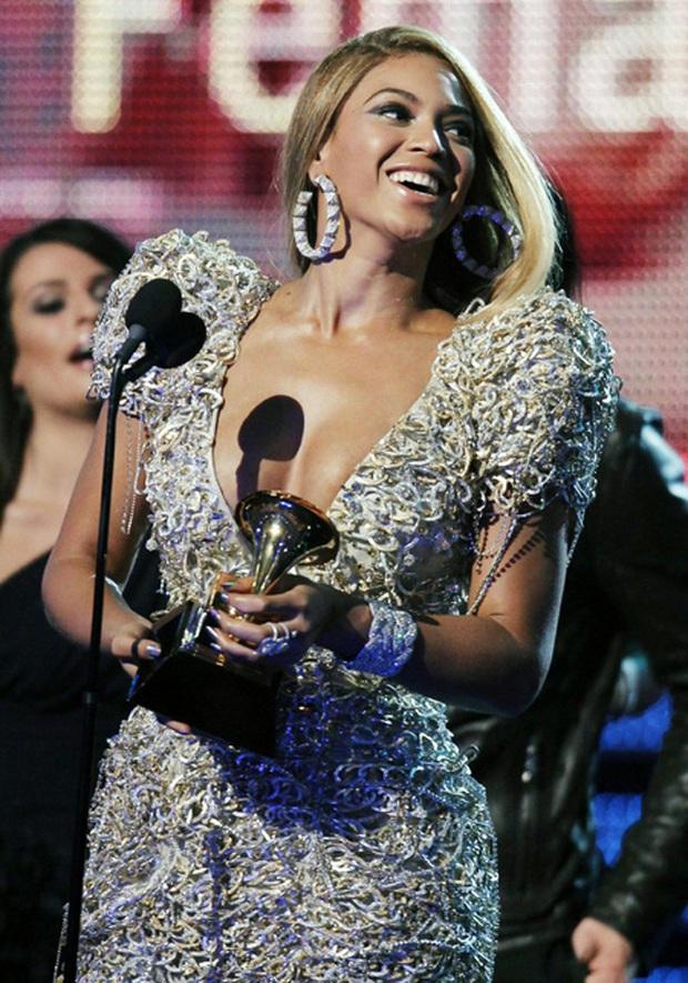 """Nữ hoàng quyền lực nhất làng nhạc thế giới sở hữu 24 kèn Grammy nhưng cho đến bây giờ mới """"dắt túi"""" MV tỷ view đầu tiên trong sự nghiệp - Ảnh 6."""