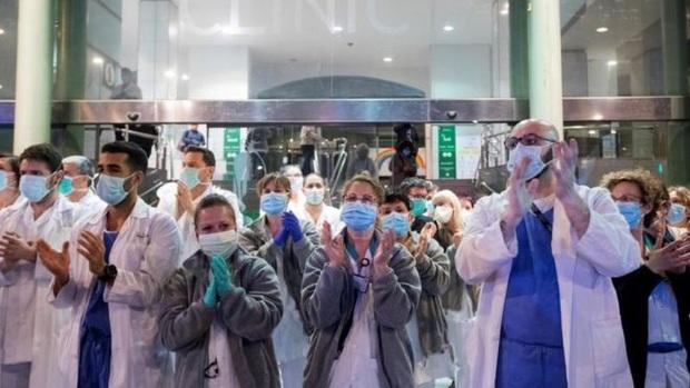 Trung Quốc nới lỏng lệnh phong toả, số ca nhiễm mới ở Ý đang bắt đầu giảm... những tin tức tốt lành củng cố niềm tin đánh bại Covid-19 - Ảnh 1.