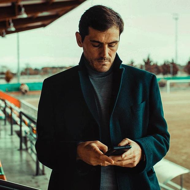 Thánh Iker Casillas khiến dân tình sốc nặng khi khoe kiểu đầu mới: Hóa ra, dù nam thần cỡ nào cũng đều có thể toang vì chọn sai kiểu tóc - Ảnh 2.