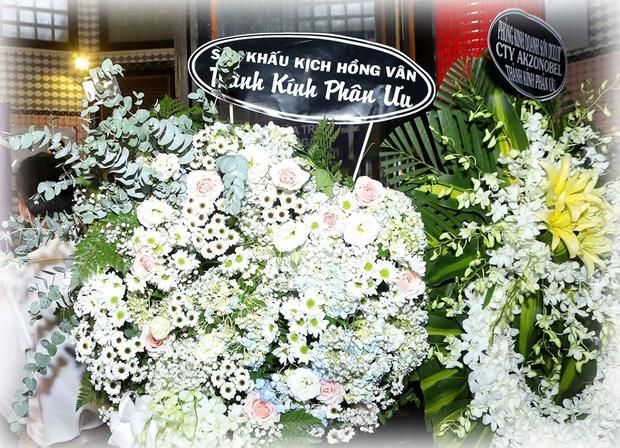 Bức ảnh xúc động nhất hôm nay: NSND Hồng Vân chia sẻ khoảnh khắc Mai Phương bên cố nghệ sĩ Anh Vũ và lý do không tới tang lễ - Ảnh 2.