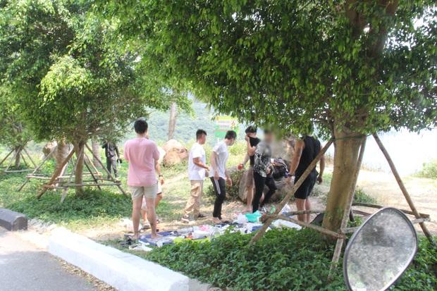 Hàng trăm người ở Đà Nẵng lên rừng tụ tập trong đợt cao điểm phòng chống dịch Covid-19 - Ảnh 1.