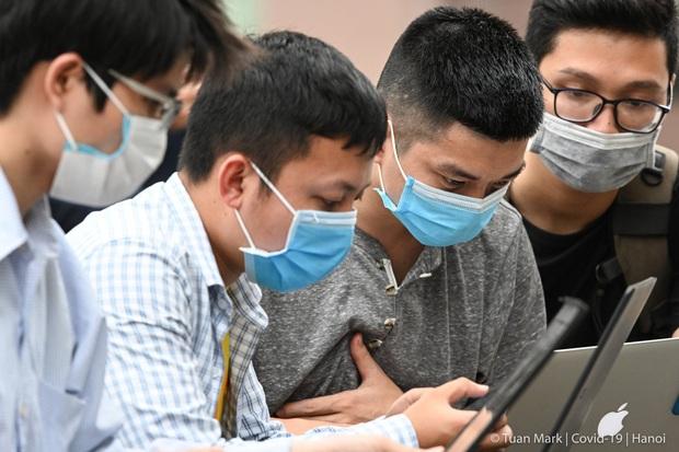Câu chuyện về các phóng viên lăn xả vào điểm nóng để có được những hình ảnh, tin bài chân thực nhất về tình hình dịch Covid-19 tại Việt Nam - Ảnh 1.