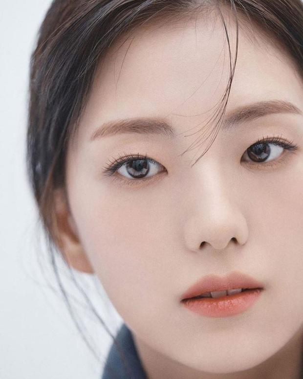 Trời ơi, chị gái ruột nữ thần Jisoo (BLACKPINK) tung bộ ảnh siêu cận gây bão MXH: Nhìn đâu tưởng minh tinh tuyệt sắc nào - Ảnh 3.