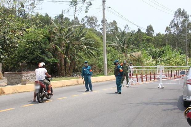 Hàng trăm người ở Đà Nẵng lên rừng tụ tập trong đợt cao điểm phòng chống dịch Covid-19 - Ảnh 3.