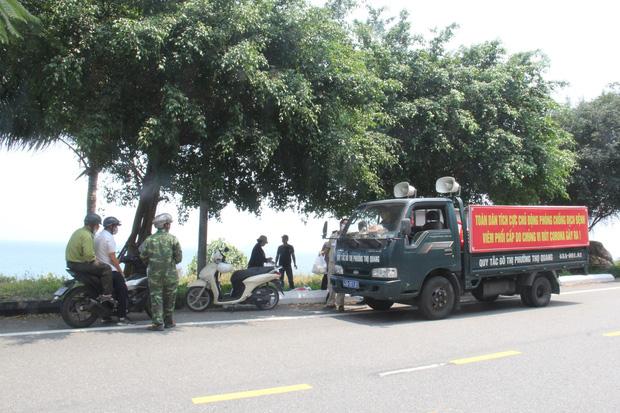Hàng trăm người ở Đà Nẵng lên rừng tụ tập trong đợt cao điểm phòng chống dịch Covid-19 - Ảnh 2.